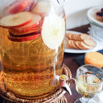 Homemade sparkling cider- easy and delicous for fall and halloween parties #Thanksgiving #applejuice