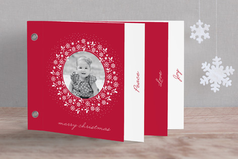 Red Wreath Holiday Minibook™ Cards