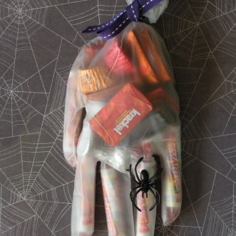 15 Easy Last Minute Halloween Party Favor Ideas!