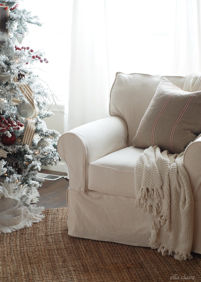 I love this slipcovered sofa set and gorgeous Christmas decor!