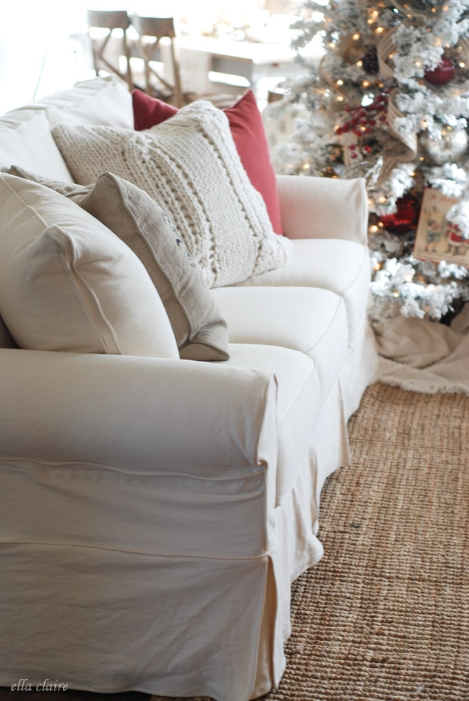 I Love This Slipcovered Sofa Set And Pillow Combination With The Gorgeous  Christmas Decor!