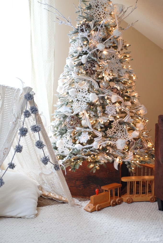 family room winter wonderland tree
