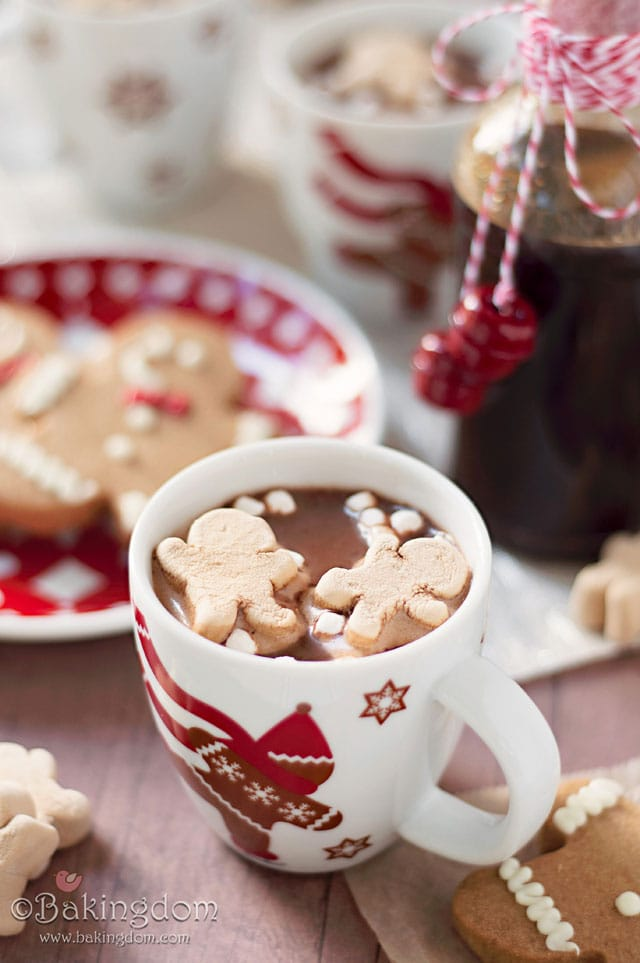 Gingerbread-Hot-Cocoa-by-Bakingdom