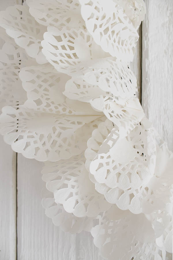 DIY Dollar Tree Paper Heart Doily Banner | 900x600