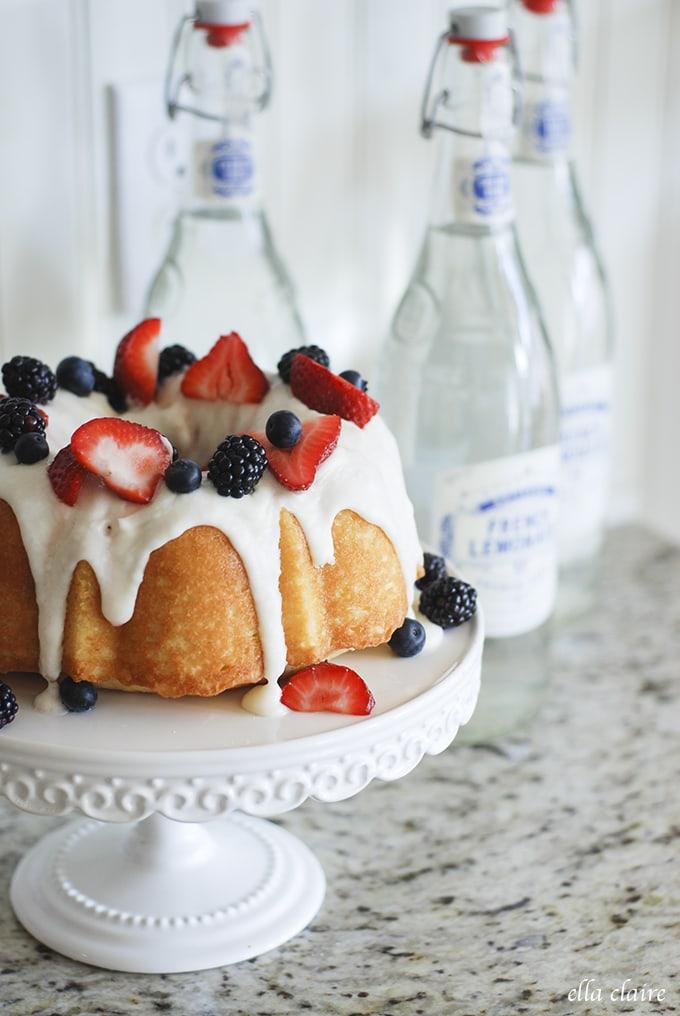 Pretty vignette cake and french lemonades | Ella Claire Summer Home Tour