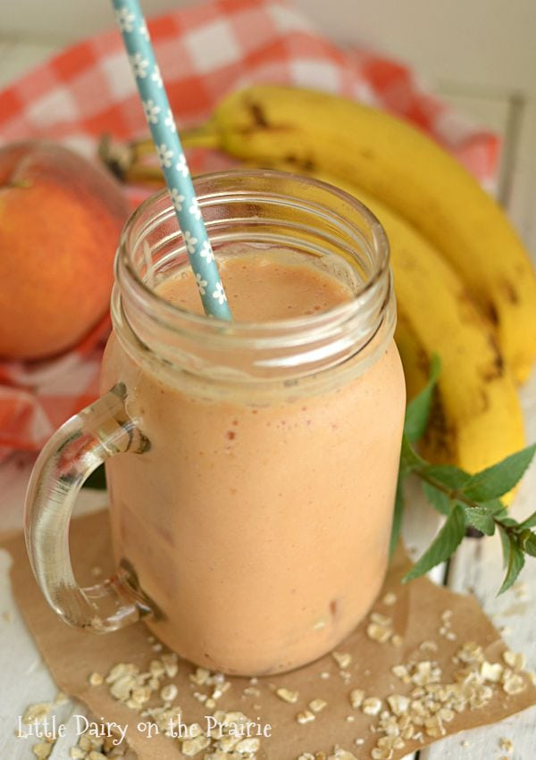 Peach Oatmeal Smoothies make and incredibly simple and delicious breakfast! Little Dairy on the Prairie