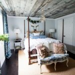 Au Natural and Inexpensive Christmas Decor in the Guest Room
