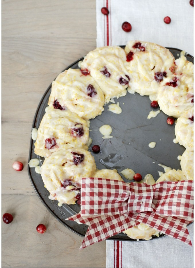 Cranberry-Orange-Rolls-Breakfast-Wreath