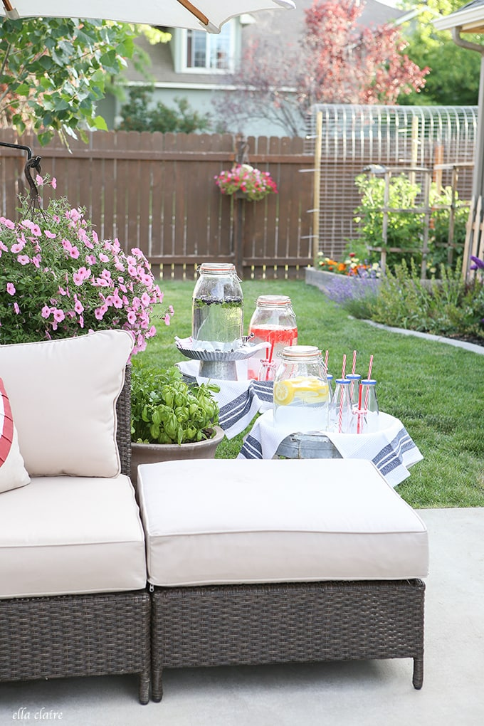 Classic and festive 4th of July Entertaining out on the Patio. Click to see all of the details.