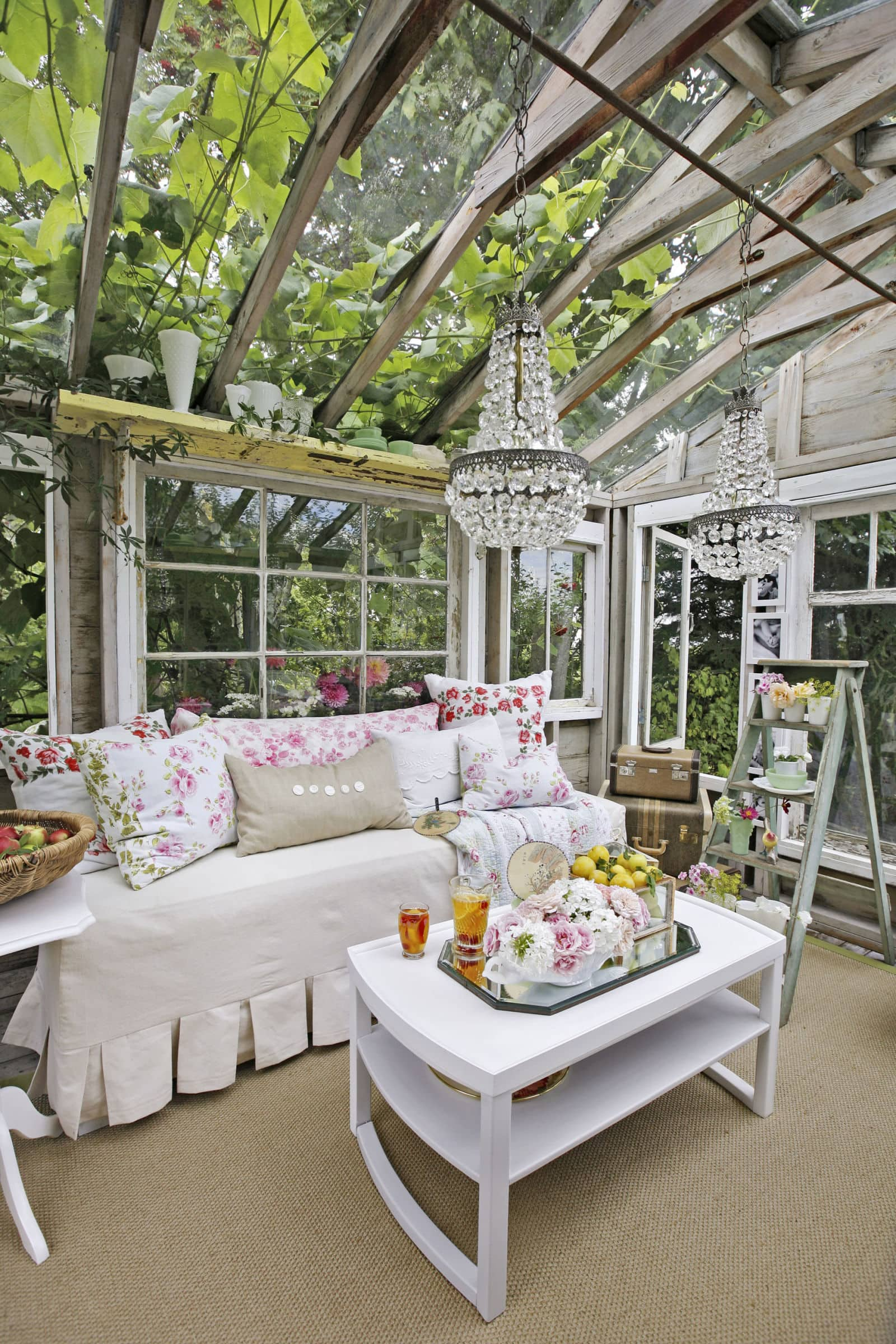 gallery-1431531620-she-shed-garden-decorating