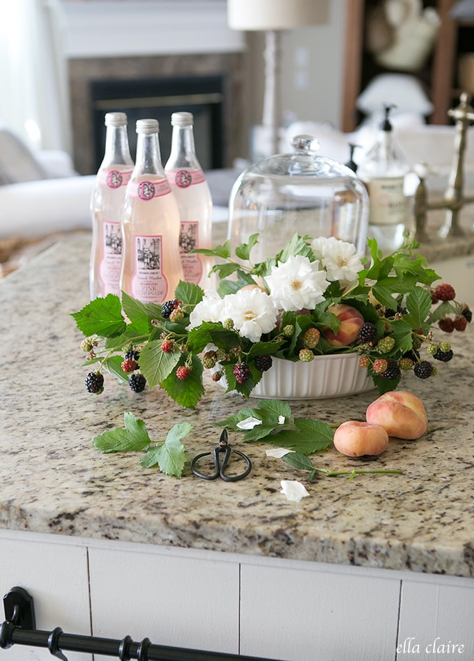 Farmhouse Style- Mixing old and new: Blackberries in DIY Flower Arrangement