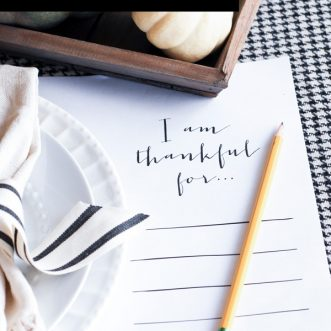 "Free printable ""I am Thankful for..."" placemats- a meaningful free craft to include on your Thanksgiving table #DIY #homemade #table #thankful #tablescape #falldecorating #entertaining"