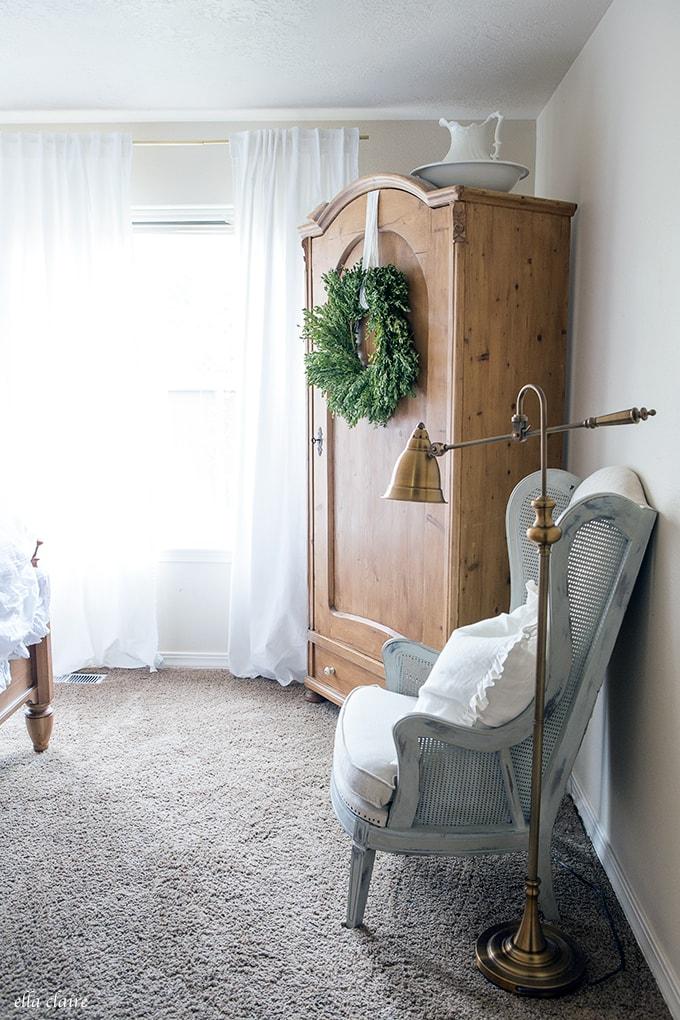 Woodlands Christmas Bedroom Decor