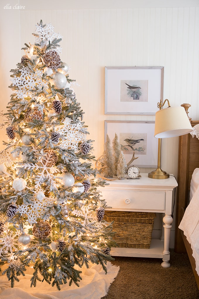Woodlands Christmas Bedroom Decor. christmas tree in bedroom   Rainforest Islands Ferry