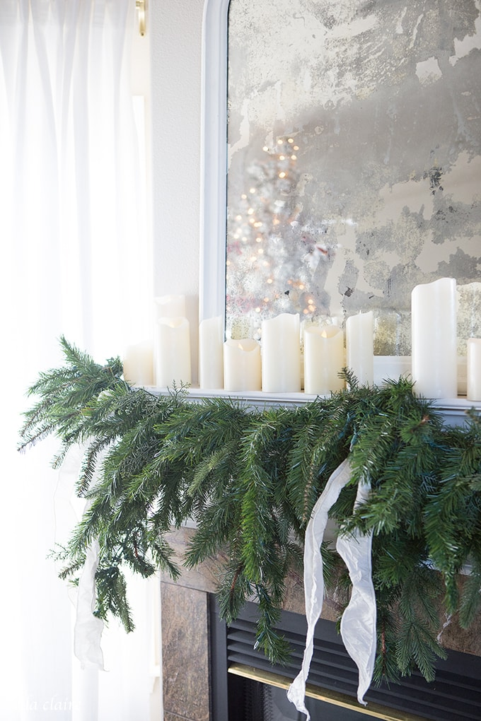 Farmhouse Christmas Family Room | beautiful Mantel