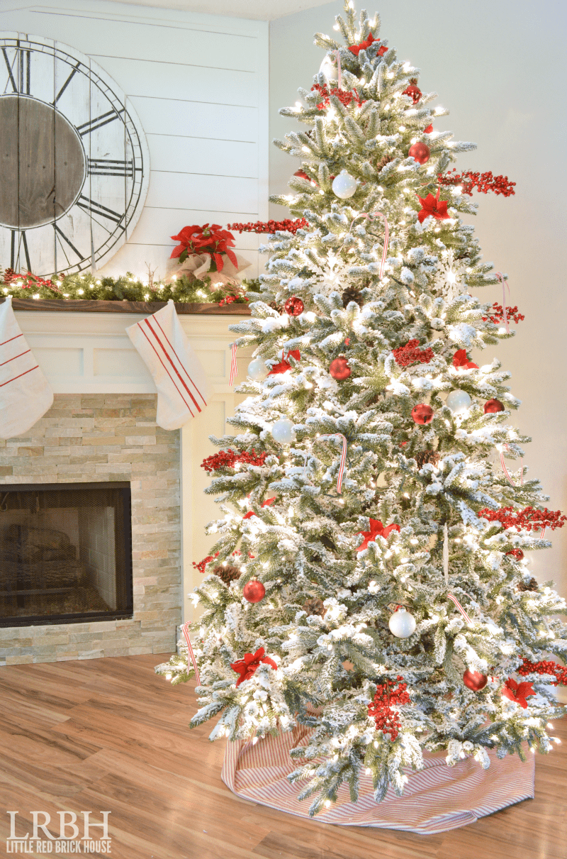 farmhouse christmas tree - Flocked Christmas Tree Decorating Ideas