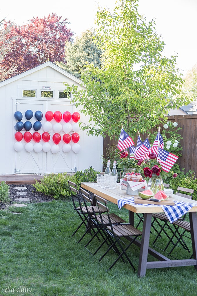 Party Ideas and decor inspiration. Patriotic Balloon Flag for 4th of July or Memorial Day. #partyideas #entertaining #4thofjuly #memorialday