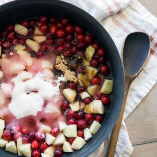 Add apples, sugar for cranberry sauce