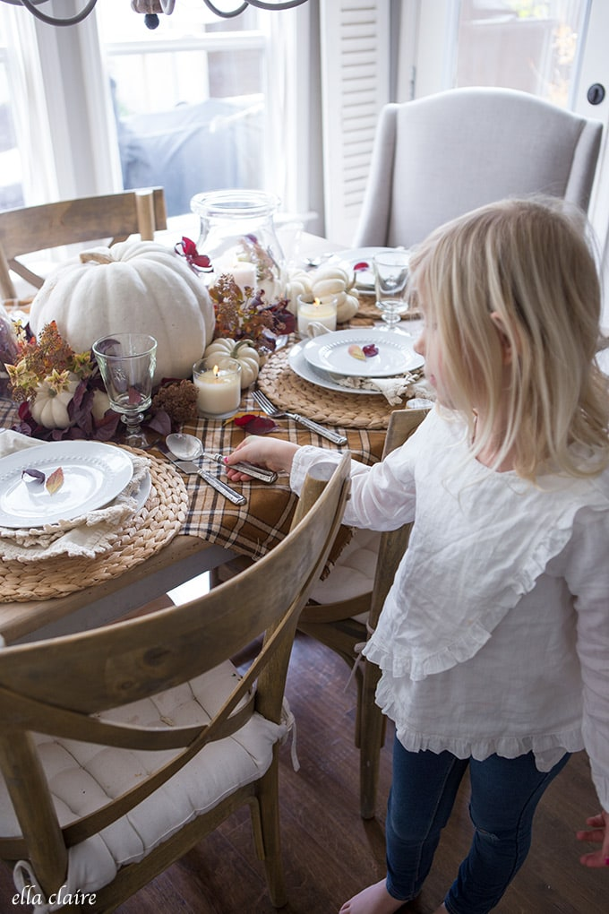 Simple Fall Tablescape for Thanksgiving Dinner