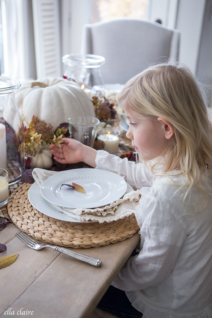 Simple Fall Tablescape for cozy Thanksgiving Entertaining