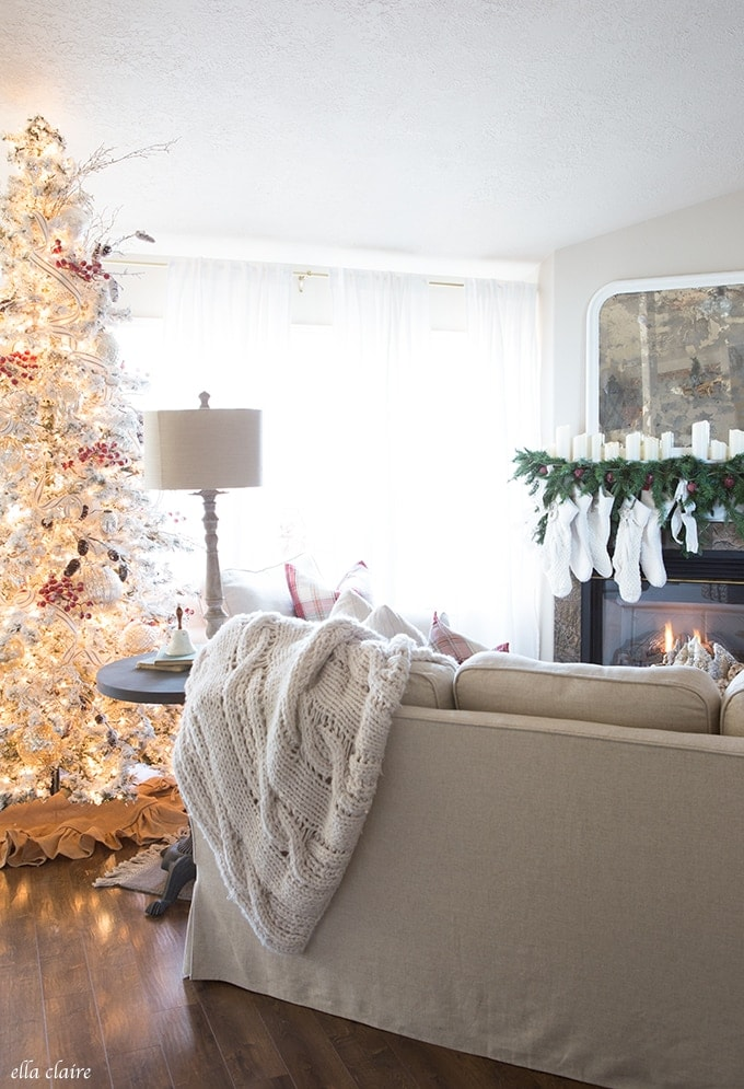 Tips and Tricks to set up, fluff, decorate and add ribbon to your Christmas Tree!