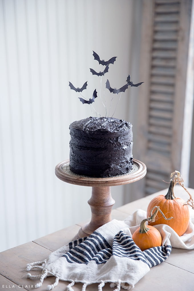 Free Printable flying bat cake topper- spooky halloween treat perfect for a kids Halloween party