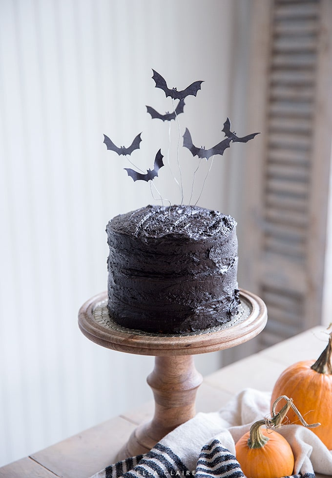Spooky Free Printable Halloween cake topper for easy DIY party dessert!