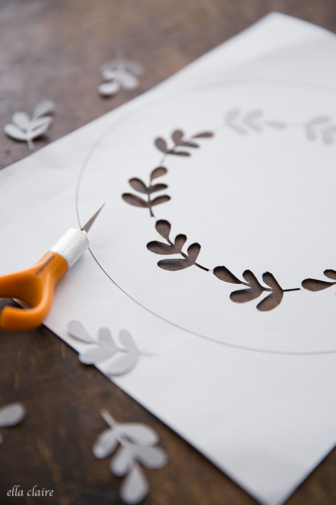 Easily cut out this fall leaf wreath cake stencil by downloading the free printable- perfect for autumn entertaining and decorations.