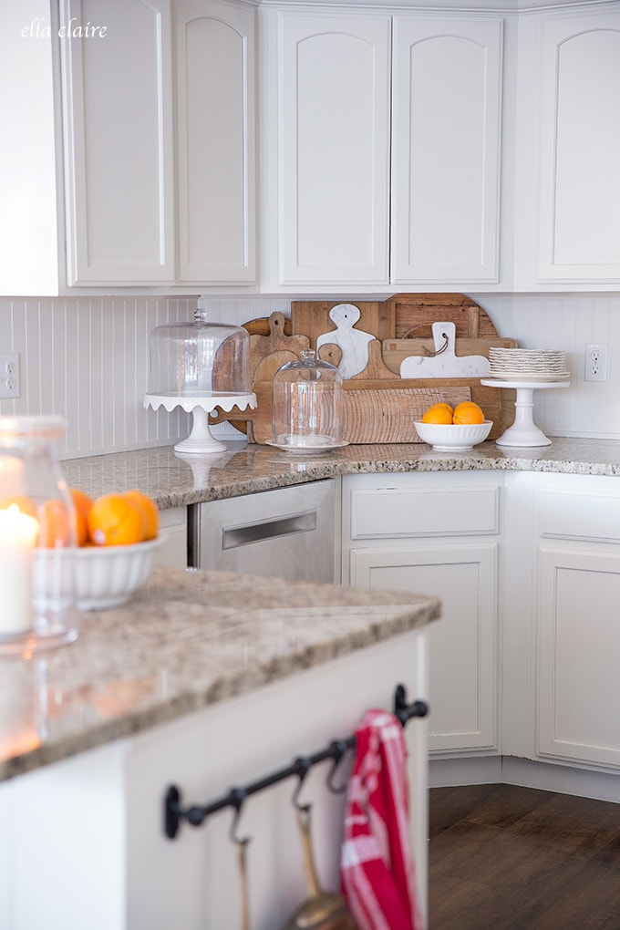 Oranges are a very inexpensive and non fussy way to decorate the kitchen for Christmas.