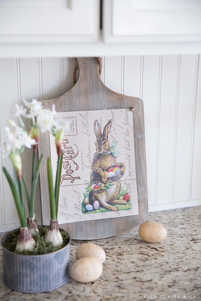 This free printable Vintage Easter Bunny Postcard Art is quick and easy way to decorate for the holiday!