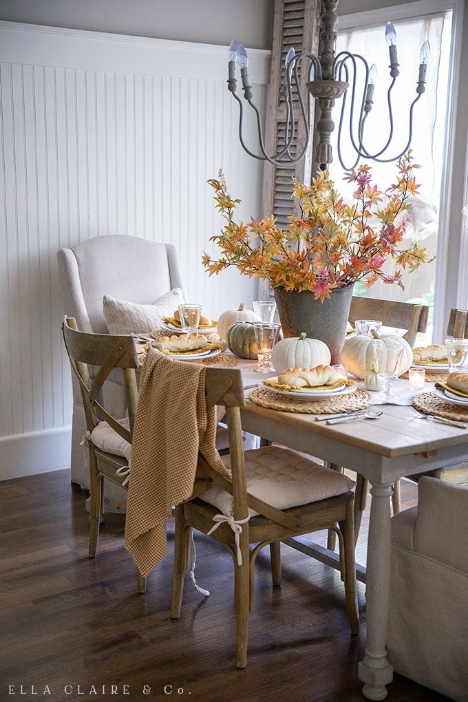 Natural and rustic warm tones make this fall tablescape cozy and inviting for thanksgiving or cold weather meals.