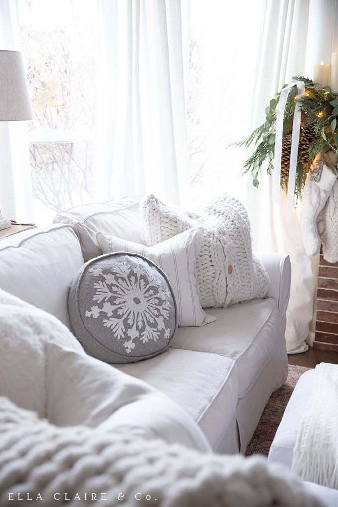 This Classic, Traditional Vintage Christmas Home Tour with elegant touches of white, red, green and metallic accents creates a warm and cozy family home for the holiday.