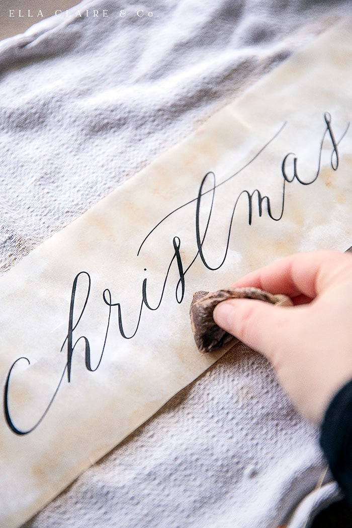 How to age and tea dye a paper Free printable Merry Christmas banners for Christmas tree, mantel or wreath.