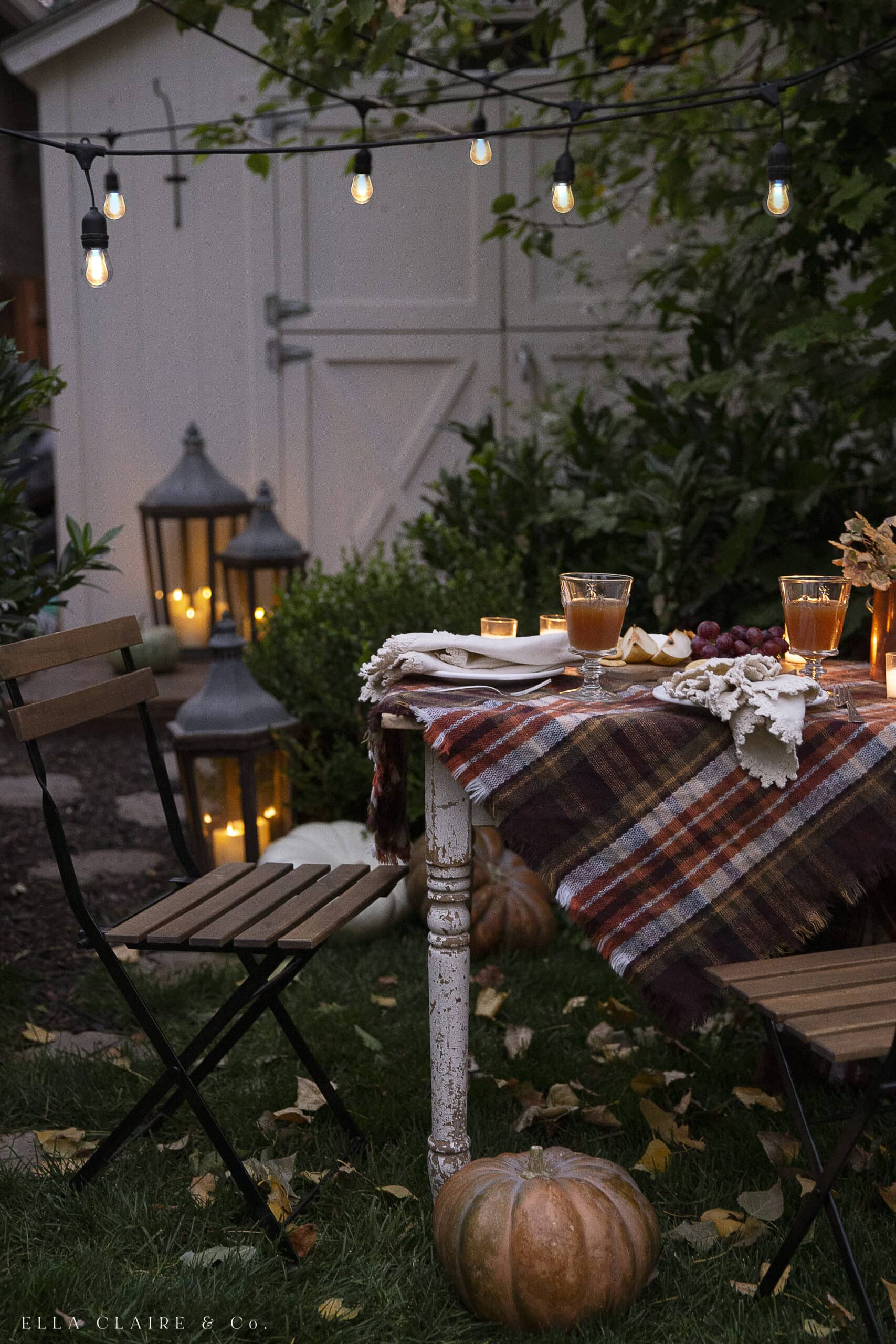 outdoor fall decorations with rustic table