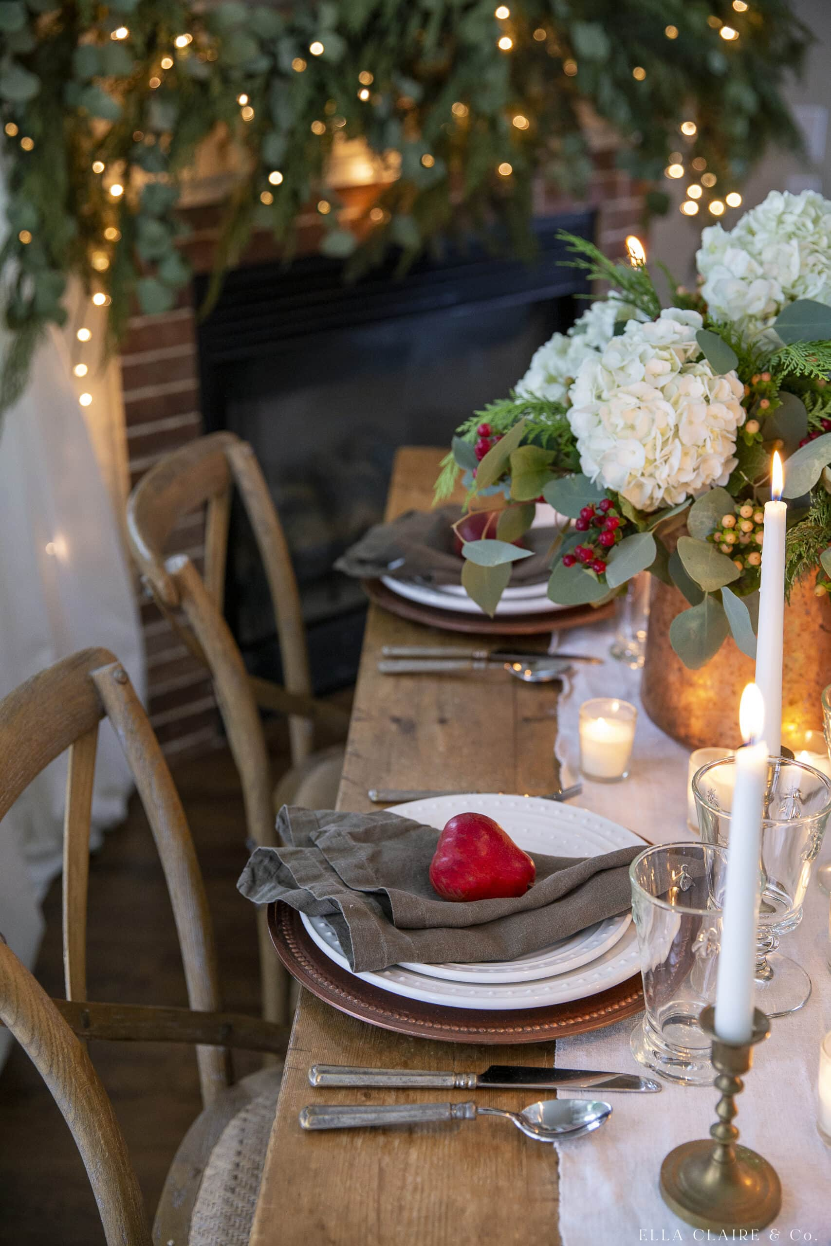 red pears and green napkins christmas table