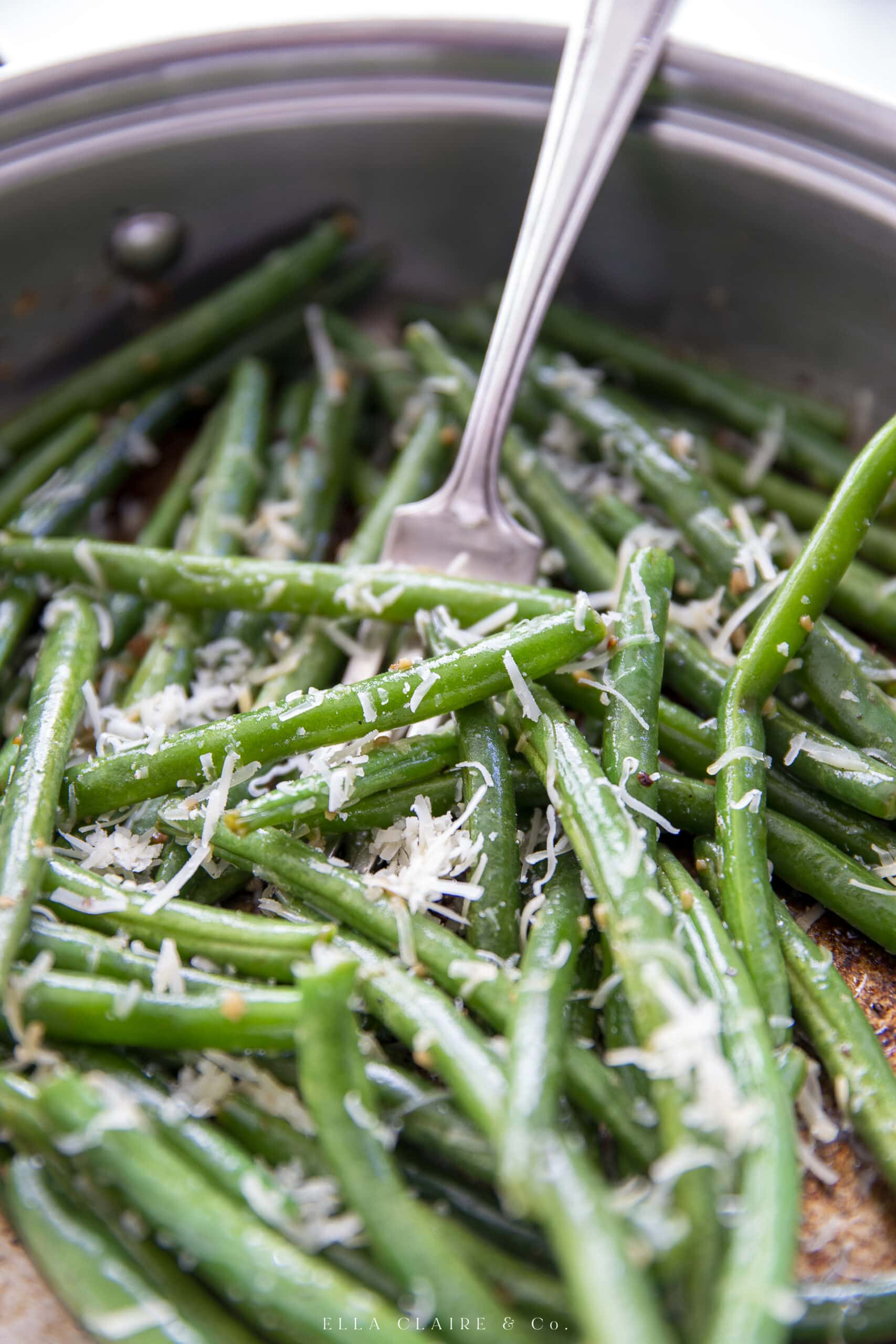 Close up of the detail of sautéed green beans.